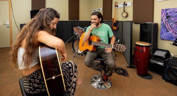 mentoring-guitar-lesson-lowres (3).jpg